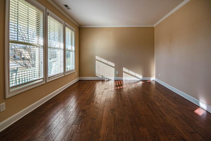 brown-wooden-parquet-tiled-empty-room-3284980